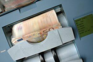 Wpłatomat Mbank po jakim czasie są pieniądze na koncie