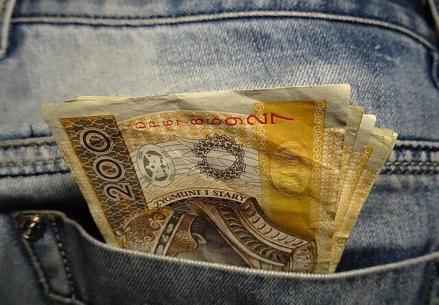 Dług w Polsce a wyjazd za granicę