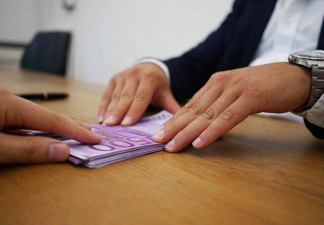 Pomagamy wyjść z długów